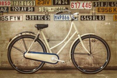 Fototapeta Vintage lady rowerów w starej fabryce