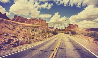 Fototapeta Vintage retro stylizowane malowniczych pustynnych drogach, USA.