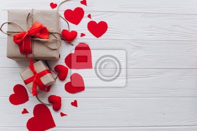 Fototapeta Walentynki. prezenty, serce było i wystrój na drewnianym tle