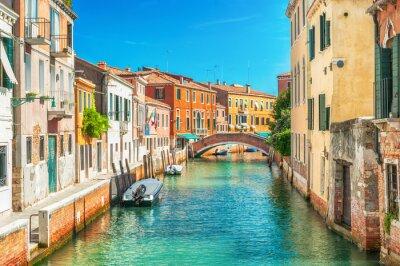 Fototapeta Wąski kanał w Wenecji, Włochy.