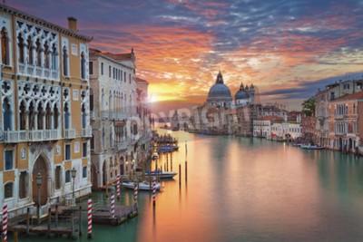 Fototapeta Wenecja. Obraz Grand Canal w Wenecji, z Bazyliki Santa Maria della Salute w tle.