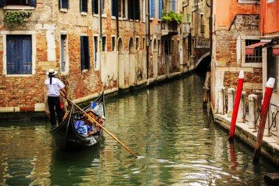 Fototapeta Wenecja, Włochy - Gondoliera i zabytkowe kamienice