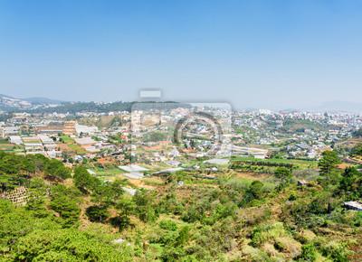 Fototapeta Widok na dolinę gruntów rolnych i Da Lat miasta (Dalat)