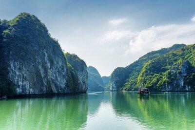 Fototapeta Widok na lagunę w Ha Long Bay, na Morzu Południowochińskim, Wietnam