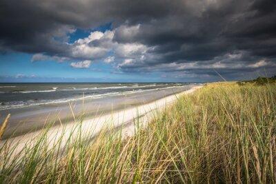 Fototapeta Widok pięknej, piaszczystej plaży w miejscowości Łeba, Morze Bałtyckie, Polska