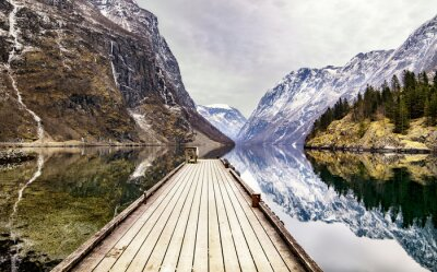 Fototapeta Widok z miejscowości Gudvangen w kierunku fiordu w Norwegii