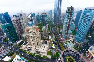 Fototapeta Widok z Orientalnej Pearl TV Tower.shanghai lujiazui centrum finansowe na bok rzeki huangpu.