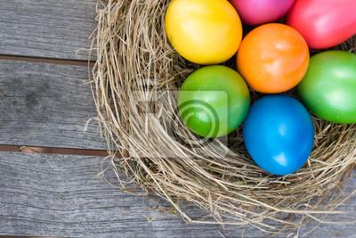 Fototapeta Wielkanocny koszyk z kolorowych jaj