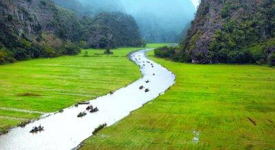 Fototapeta Wietnam krajobraz podróży. Twisted rzeki i góry Tam Coc Ninh Binh