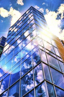Fototapeta Wieża Szkła Odbijająca Światło Słoneczne