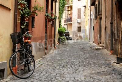 Fototapeta Włochy, ulica z rowerem i kwiaty w Rzymie