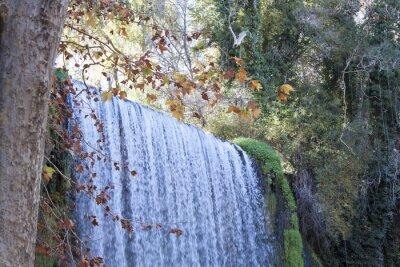 Fototapeta Wodospad jesienią pełne liści