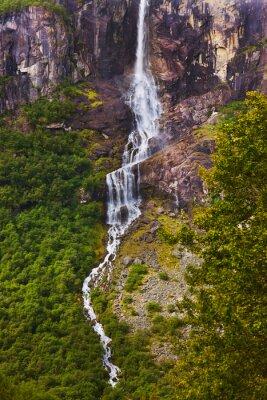 Fototapeta Wodospad w pobliżu Briksdal lodowiec - Norwegia