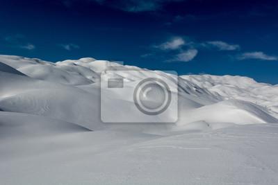 Fototapeta Wzgórza pokryte śniegiem
