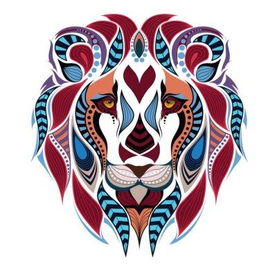 Fototapeta Wzorzyste kolorowe głowa lwa. Afrykański / indian design / totem / tatuaż. Może być stosowany do projektowania t-shirt, torby, pocztówek i plakatów.