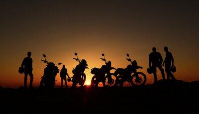 Fototapeta gündoğumu izleyen motorcular