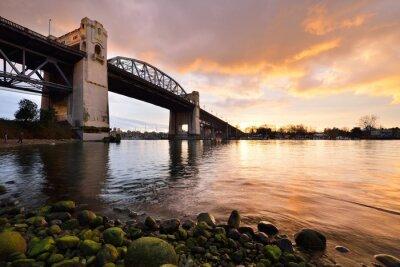 Fototapeta Zabytkowy Most Burrard Vancouver w zimie słońca