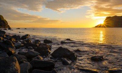 Fototapeta Zachód słońca na słynnej wyspie Skye w Szkocji