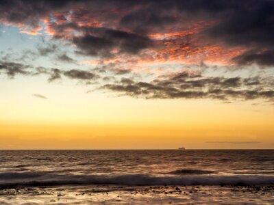 Fototapeta Zachód słońca na statku na Oceanie Atlantyckim w Kapsztadzie - 1