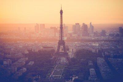 Fototapeta Zachód słońca na wieży Eiffla w Paryżu z rocznika filtrem