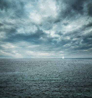 Fototapeta Żaglowiec na wzburzonym morzu. Ciemnym tle.