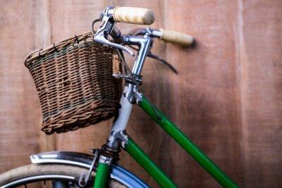 Fototapeta Zamknij się widok na stare zielonym rowerze