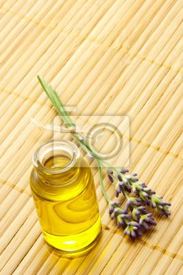 Fototapeta Zapach oleju w butelce z lawendy