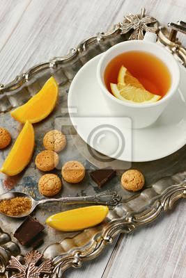 Fototapeta Zdrowe herbaty z cytryny, czekolady i ciastka