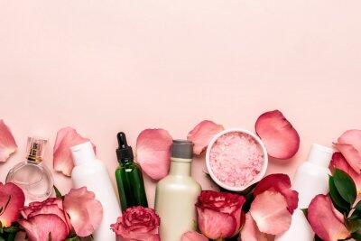 Fototapeta Zestaw kosmetyków naturalnych z róż. Koncepcja pielęgnacji urody i skóry