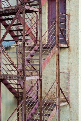 Fototapeta Zewnętrzne schody strażackie na produkcji budynku