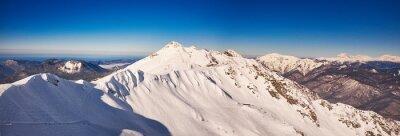 Fototapeta Zima w górach panorama z tras narciarskich.