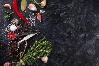 Fototapeta Zioła i przyprawy na czarnym kamieniu