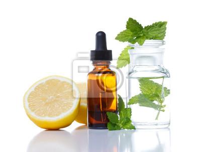 Fototapeta Ziołolecznictwo i aromaterapia butelka kroplomierzem
