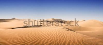 Fototapeta Złota pustynia w zachód słońca. Wyspy Kanaryjskie, Wyspy Kanaryjskie. Grand Canary. Maspalomas, miejscowość wypoczynkowa.