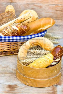 Fototapeta Zróżnicowany wybór pieczywa i ciasta