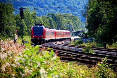 Fototapeta Zug verlässt den Bahnhof, Abfahrt