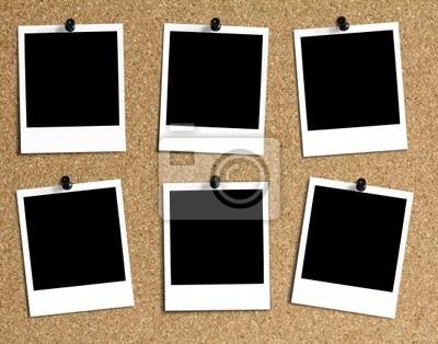 6 verschieden angeordnete polaroidy się Kork Pinwand