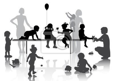 8 dzieci gry z niektórych zabawek z matkami