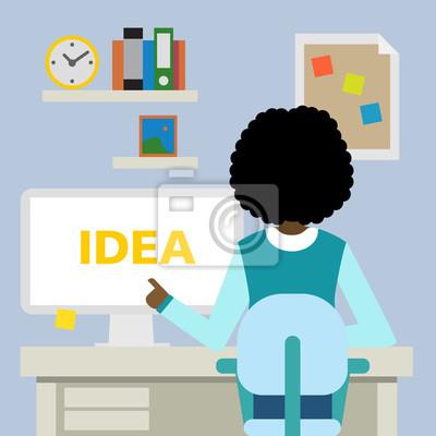 African American kobieta siedzi w biurze z pomysłem.