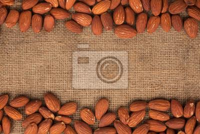 Almond leżącego na płótnie