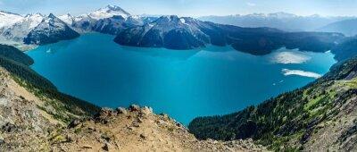 Naklejka Alpine Lake and Ośnieżone Góry