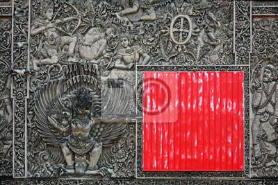 Balijski rzeźba z kamienia tle z czerwoną kwadratową tarczą