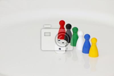 Białe i kolorowe postacie sześcian