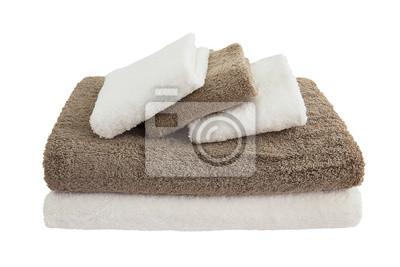 biały i brązowy ręczniki w stos wyizolowanych nad białym