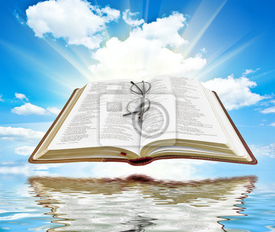 Biblia z błękitne niebo i białe chmury