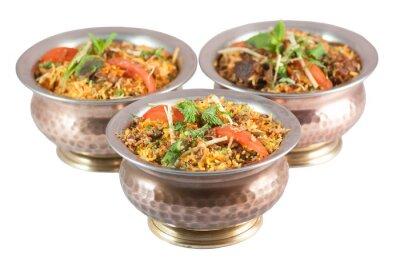 Naklejka Biryani kurczaka lub wegetariańskie risotto indian biryani lub w kule cyny
