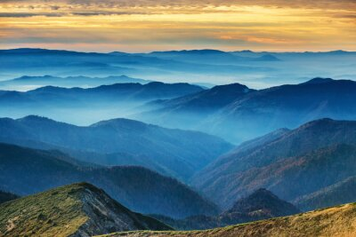 Naklejka Błękitne góry i pagórki
