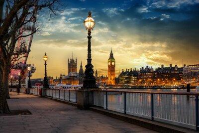 Naklejka Blick über die Themse na Big Ben Turm und den Westminster Palast w Londynie bei Sonnenuntergang. Wielka Brytania