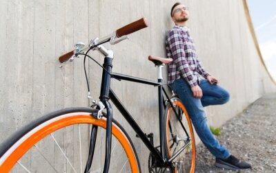 Naklejka bliska hipster stałe roweru biegów i człowieka
