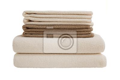 Brązowe i beżowe ręczniki wyizolowanych nad białym